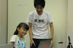 協賛者の一人、ジーニーズの阪さん。女の子はプログラミングは初めて。