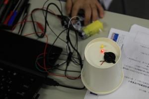 センサーに反応してLEDとブザーをちかちかさせる
