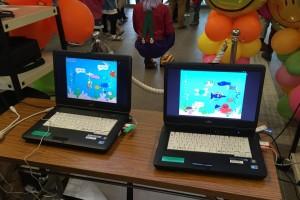 PC&プロジェクタを2セット用意し左右でつながる1つの作品にしました